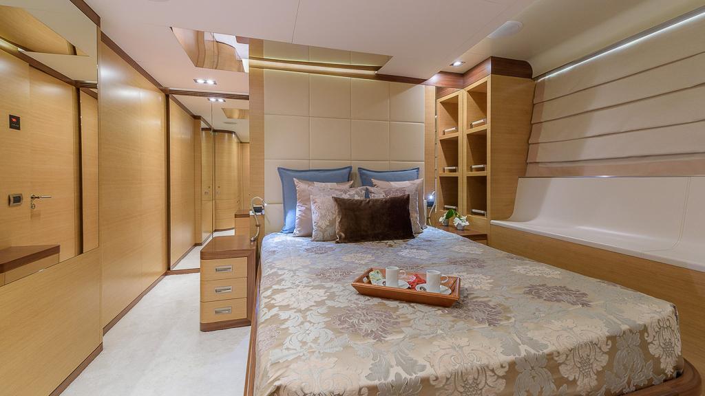 6 spacious cabins