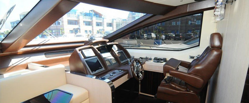Azimut 84 Yacht for Sale - Bridge
