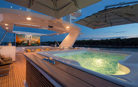 Jacuzzi and outdoor screen