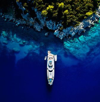 Five good reasons why you should charter a yacht
