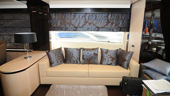 Azimut 84 Yacht for Sale - Amenities - Cozy Living Room