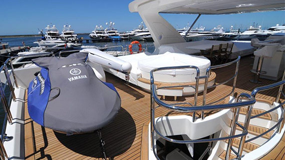 Azimut 84 Yacht for Sale - Amenities - Water Scooter