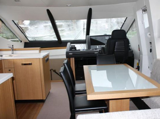 Leeloo Yacht for Sale - Amenities - Living Room with Front View