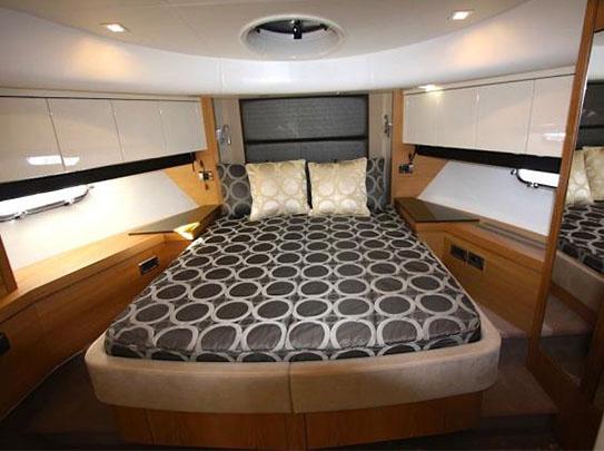 Leeloo Yacht for Sale - Amenities - Master Bedroom