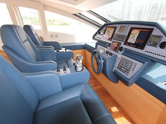 Pershing 80 Yacht for Sale - Amenities - Bridge with 3 Chairs