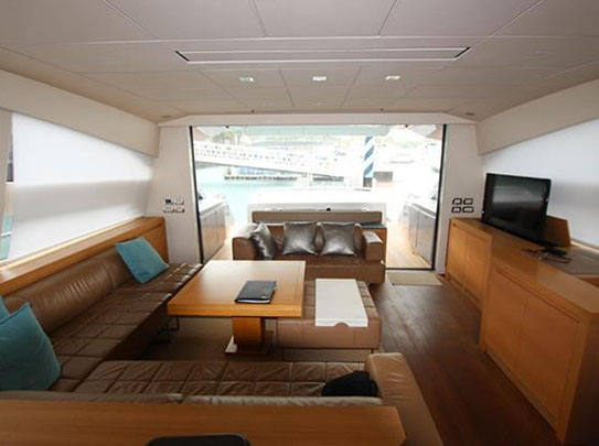 Pershing 80 Yacht for Sale - Amenities - Comfortable Living Room