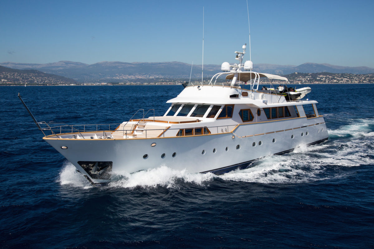 Luxury Yacht to purchase on Neo Yatching's website.