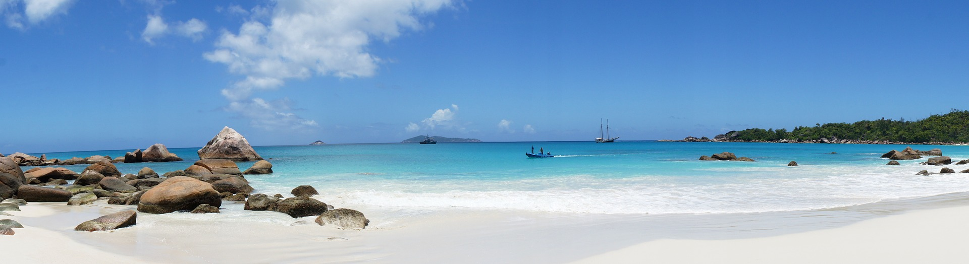 White sand beach with yachts.