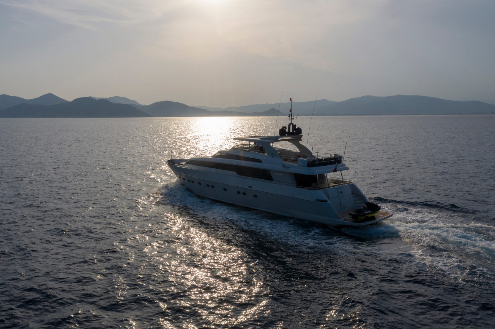 Luxury yacht charterd by Neo Yachting in Cannes.