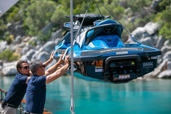 What are the different services offered on board a yacht?
