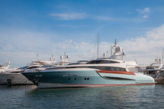 What are the requirements to work on a yacht?